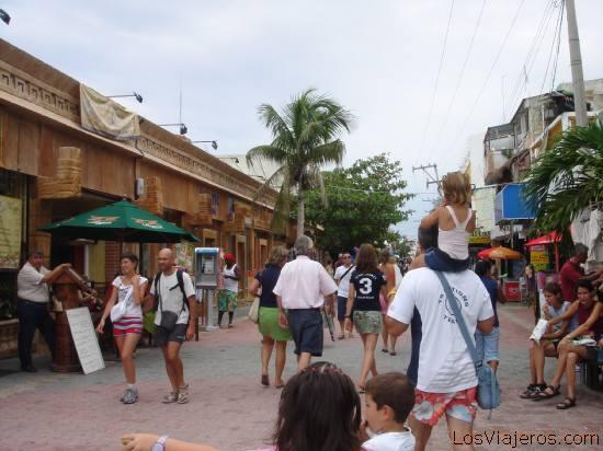 La Quinta Avenida de Playa del Carmen - Mexico Fifth Avenue in Playa del Carmen - Mexico
