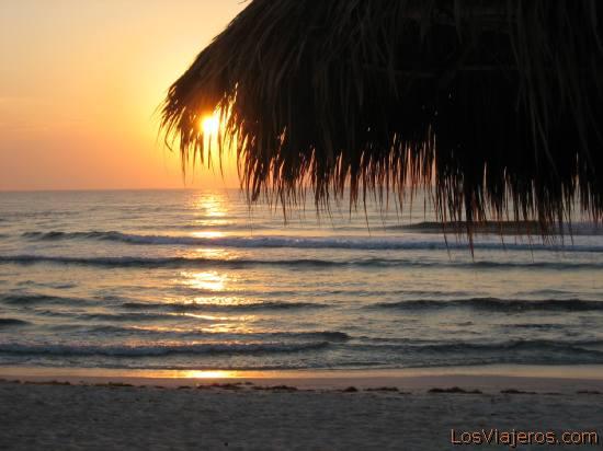 Dawn in Akumal - Mayan Riviera - Mexico Amanecer en Akumal - Riviera Maya - Mexico