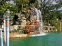 Ampliar Foto: Cascada de la piscina veneciana en Coral Gables - Miami