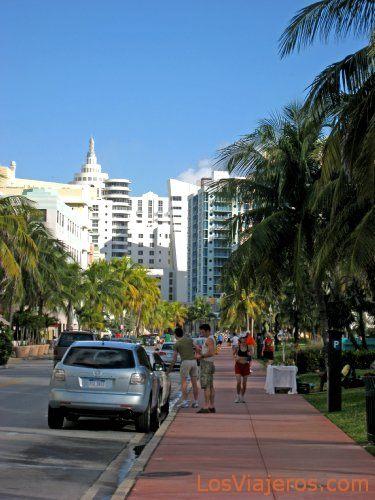 Ocean Drive in the morning - Miami - USA Ocean Drive por la mañana - Miami - USA