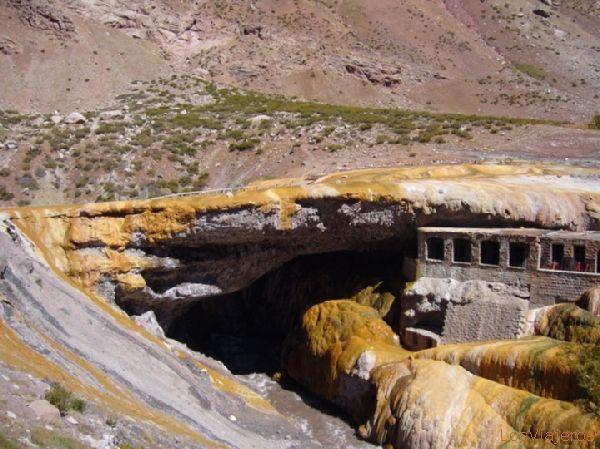 Puente del Inca. - Argentina