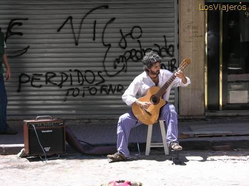 Musico ambulante - Barrio de San Telmo - Buenos Aires - Argentina Buenos Aires - Argentina