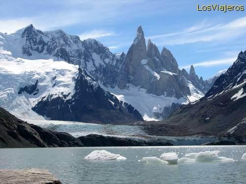 - Argentina Laguna Torre y glaciar Grande, Cerro Torre - Argentina