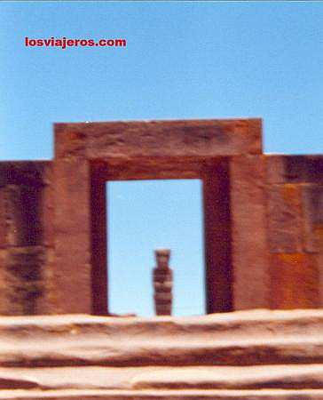 Main entrance of Tiwanako - Bolivia Puerta de entrada. Tiwanako - Bolivia