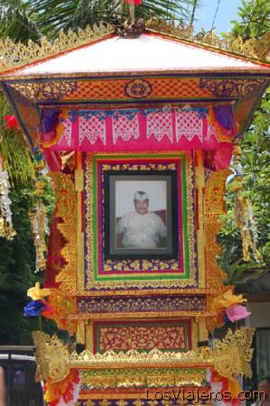 Cremation -Bali- Indonesia Altar ceremonia cremacion -Bali- Indonesia