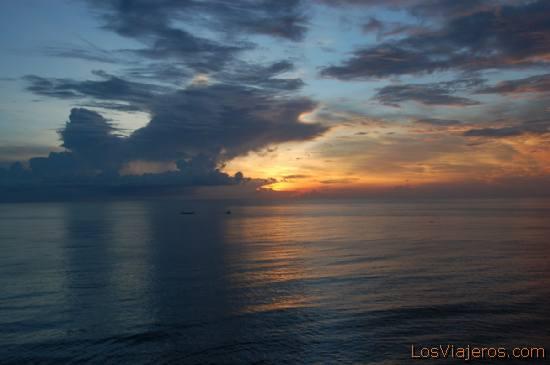 Sunset at Ulu Watu -Bali- Indonesia Puesta sol desde Ulu Watu -Bali- Indonesia