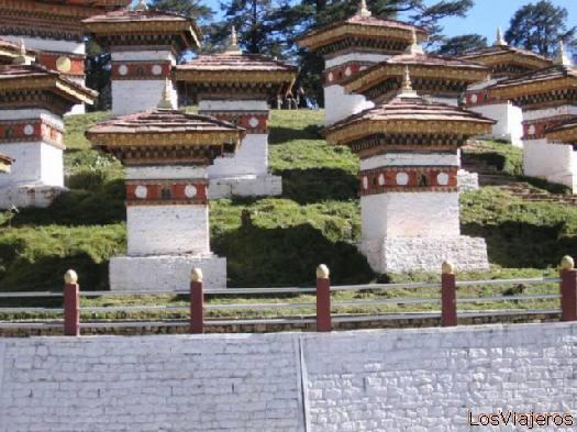 Stupas from Dochola - Bhutan Estupas de Dochola - Bhutan
