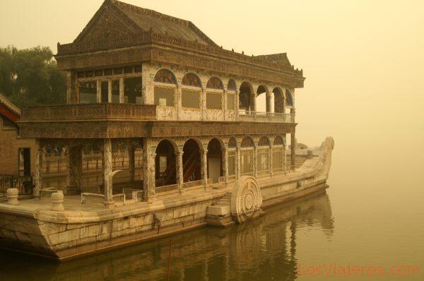 Cixi boat -Kunming Lake- Summer Palace - Beijing - China Barco de Marmol de la emperatriz Cixi -Lago Kunming- Palacio de Verano - Pekin - China