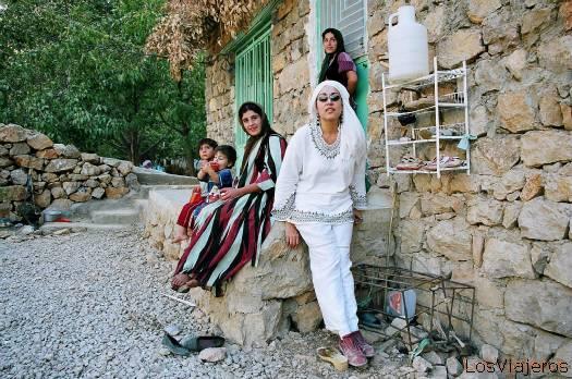 Marta,la autora de la galería en Palangán(Kurdistán iraní)-Irán - Iran
