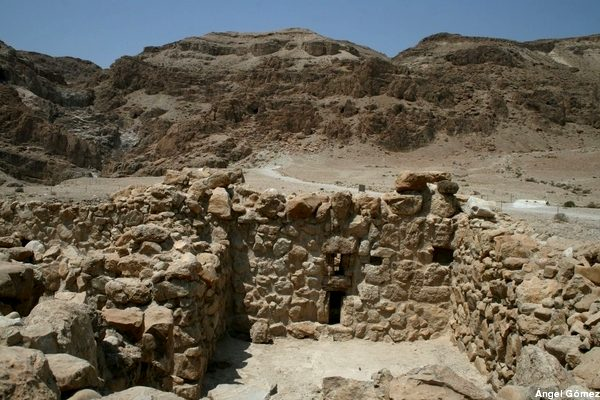 Esenias Excavation - Qumram - Israel Excavaciones Esenias – Qumram - Israel