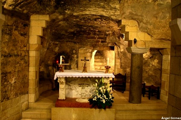 Basilica of Announciation Cave - Nazareth - Israel Gruta de la basílica de la Anunciación – Nazareth - Israel