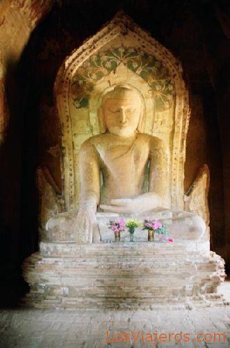 Buda in Htilominlo Temple-Bagan-Burma - Myanmar Buda en el Templo Htilominlo-Bagan-Myanmar