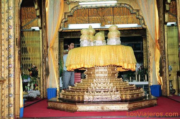 Phaungdawoo Pagoda-Inle Lake-Burma - Myanmar Pagoda de Phaungdawoo-Lago Inle-Myanmar