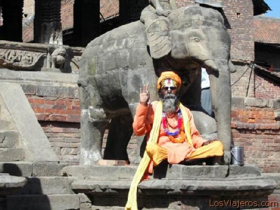 Santon at Durbar square - Nepal Sadhus at Durbar squareSanton en la plaza Durbar de Patan - Nepal