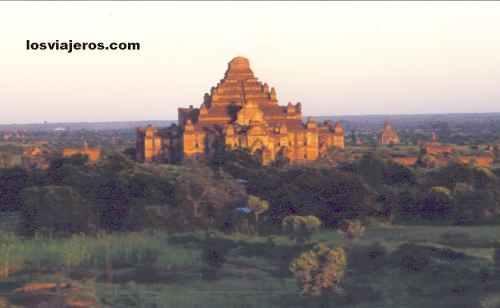 Pagodas in Bagan - Myanmar Pagodas en Bagan - Myanmar