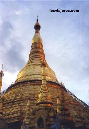 Cupula de oro de la pagoda de Shwedagon - Rangun - Myanmar Shwedagon's Pagoda gold - Rangoon - Yangon - Myanmar