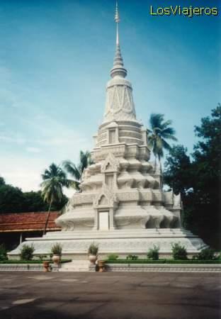 Phnom Penh stupa at the Royal Palace - Cambodia Phnom Penh estupa en el Palacio Real - Camboya