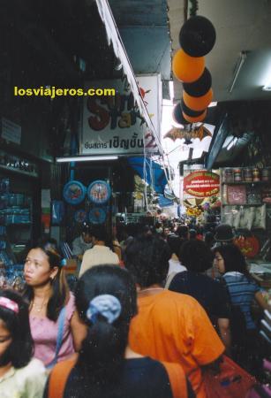 Comercio en las calles de Chinatown- Bangkok - Tailandia Commercial street in China Town - Bangkok.  - Thailand