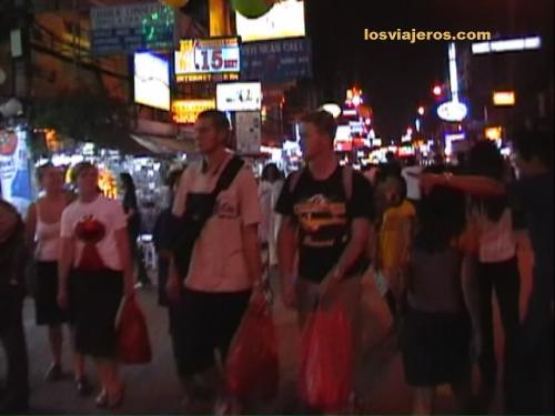 Kao San Street in the night - Bangkok - Thailand Kao San Street in the night - Bangkok - Tailandia