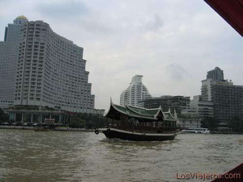 Chao Phraya river, Bangkok - Thailand El rio Chao Phraya,Bangkok - Tailandia