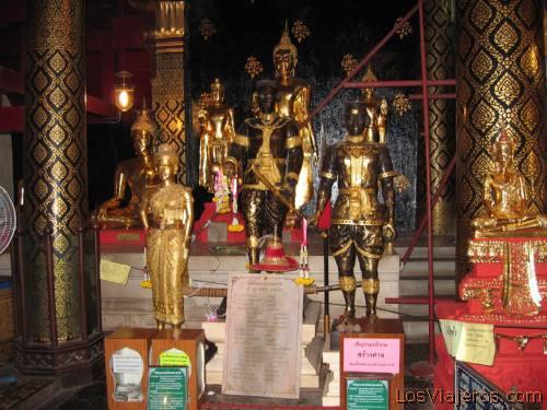 WAT YAI interior,Phitsanulok - Thailand Interior del templo de WAT YAI, Phitsanulok - Tailandia