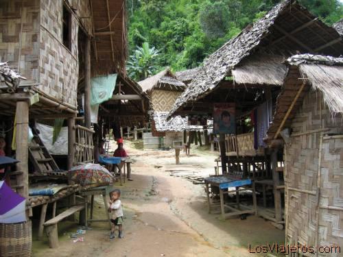 Refugees village, Mae Hong Son - Thailand Poblado de refugiados en Mae Hong Son - Tailandia