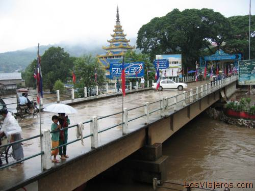 El rio Nam Ruak, al otro lado Myanmar - Tailandia