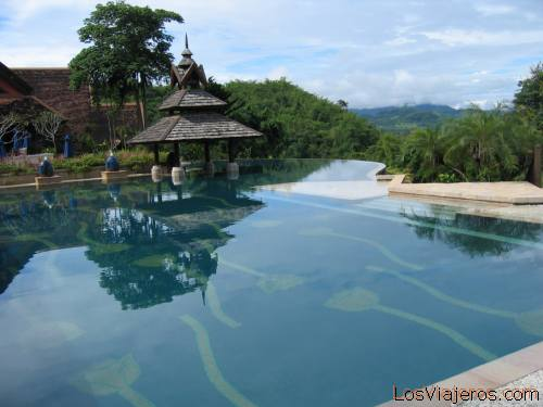 Piscina del Anantara Resort Golden Triangle - Tailandia