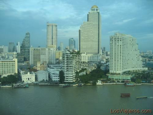 Bangkok view from a room of Peninsula Hotel - Thailand Vista de Bangkok desde una habitación del Hotel Peninsula - Tailandia