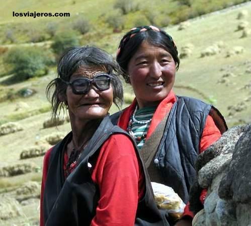 Mujeres cerca de Reting - Tibet - China Mujeres cerca de Reting - Tibet - China