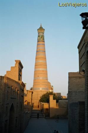 Islam-Jodzha Minaret -Khiva- Uzbekistan Minarete de Islam-Jodzha -Khiva- Uzbekistan