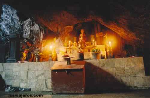 Cave of Perfume pagoda - Vietnam Cave of Perfume pagoda - Vietnam