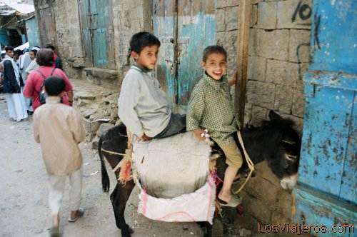 Children in Djibla - Yemen Niños en Djibla - Yemen