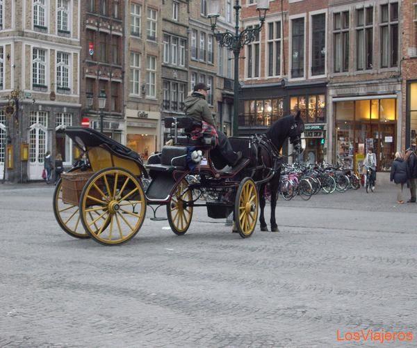 Market Square. Bruges. - Belgium Plaza del Mercado. Brujas. - Belgica