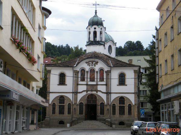 Town situated at the foot of the Balkan mountains - Bulgaria Ciudad situada al pie de los Balcanes - Bulgaria