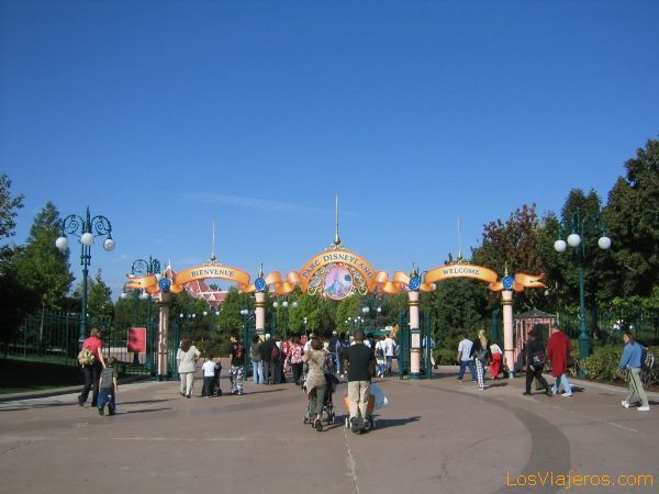 La entrada al Parque Disneyland - Disneyland París - Francia The entry to the Park Disneyland - Disneyland París - France