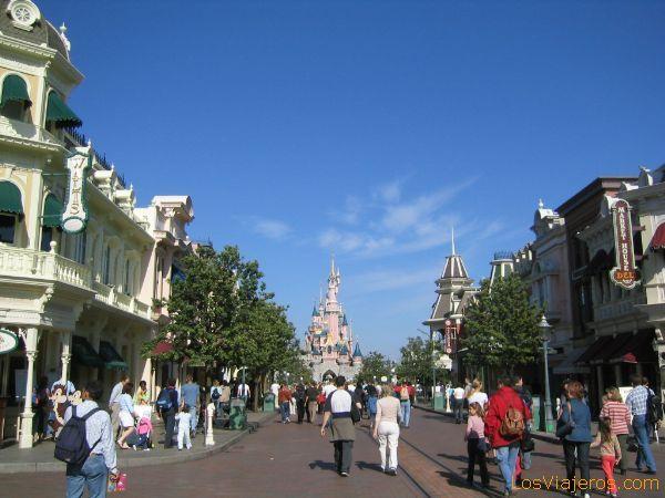 Main Street y el Castillo al fondo - Francia