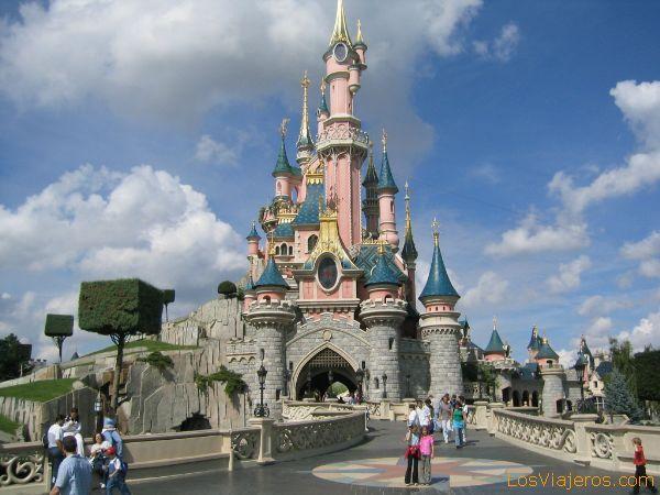 Espectacular foto del castillo de la Bella Durmiente - Disneyland París - Francia Spectacular photo of the castle of the Sleeping Beauty - Disneyland París - France