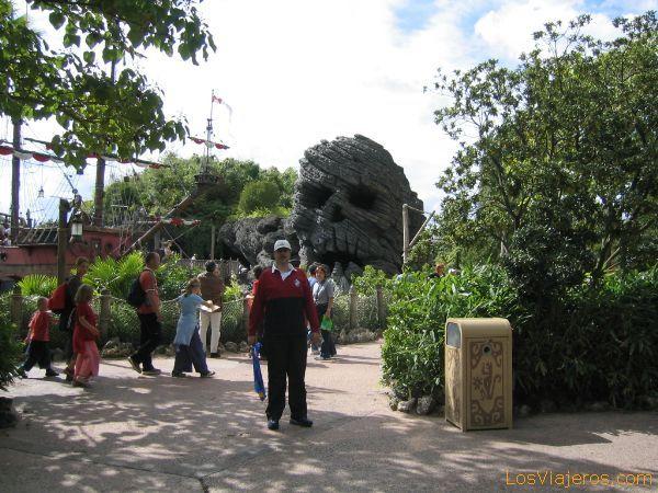 El autor en la Isla de la Aventura - Disneyland París - Francia The author in the Adventure Isle<tit_eng> - France