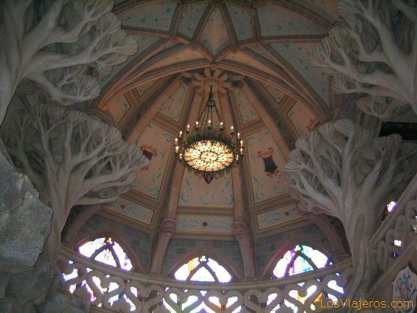 Interior del castillo de la Bella Durmiente - Disneyland París - Francia Interior of the castle of the Sleeping Beauty - Disneyland París - France
