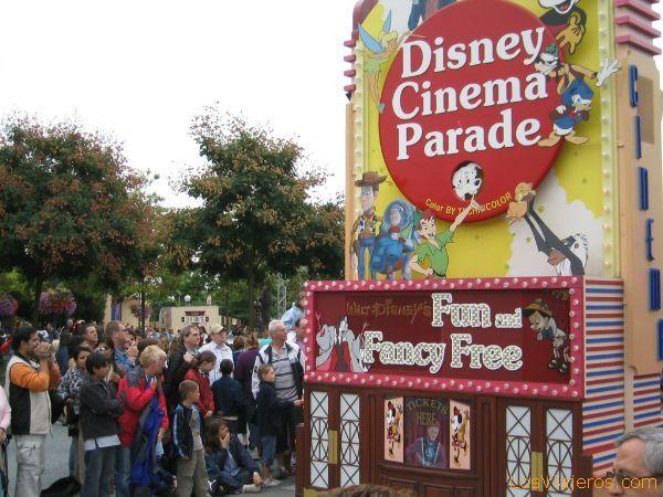 Otra imagen de la Cabalgata de media tarde - Walt Disney Studios Park - Francia Another image of the Parade of average late - Walt Disney Studios Park - France
