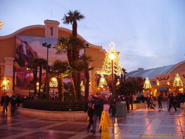Plaza de entrada - Walt Disney Studios París - Francia Square of entry - Walt Disney Studios Paris - France