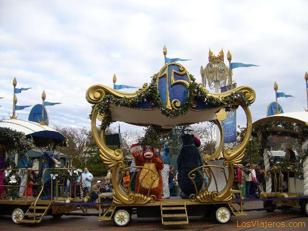 El tren especial del 15 Aniversario - Disneyland París - Francia The train Disney Character's Express - Disneyland París - France