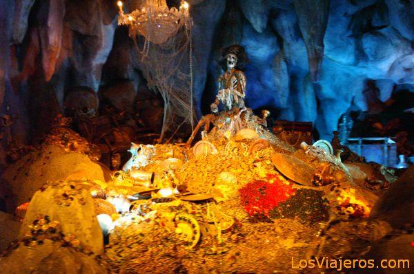 Pirates of the Caribbean -Adventureland- Disneyland - France Isla del Tesoro -Adventureland- Disneyland - Francia