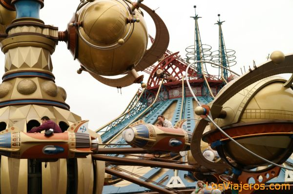Orbitron and Space Mountain Mission 2 -Discoveryland- Disneyland - Francia Orbitron and Space Mountain Mission 2 -Discoveryland- Disneyland - France