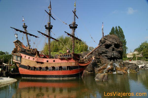 Pirates of the Caribbean - Disneyland - France Piratas del Caribe - Disneyland - Francia