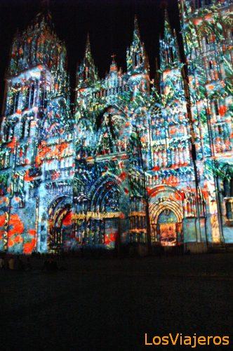 Catedral Iluminada por la noche - Francia