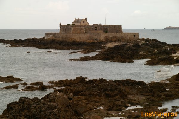 Castle in midlle of the sea -Saint Malo- France Castillo en el mar -Saint Malo- Francia
