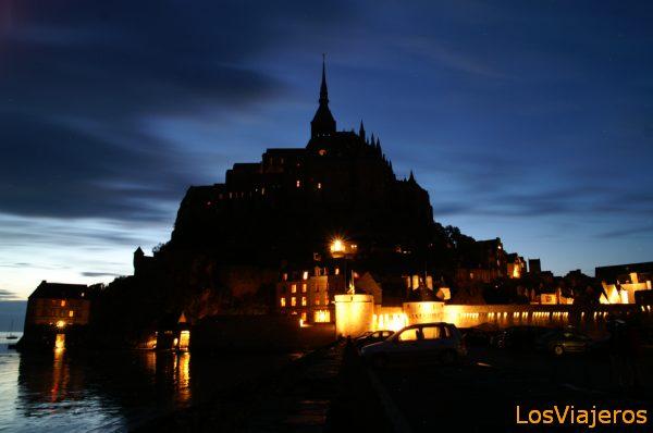 Vista nocturna del Monte Saint Michel -Baja Normandia- Francia Night view of Mont Saint Michel - France