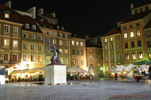 Plaza de la Ciudad Vieja de Varsovia- Polonia Main Square or Rynek Starego Miasta in the Old City of Warsaw- Poland